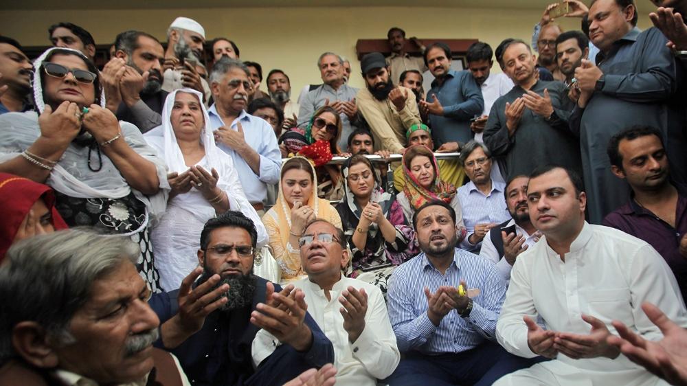 Supporters of PakistanÕs former Prime Minister Nawaz Sharif
