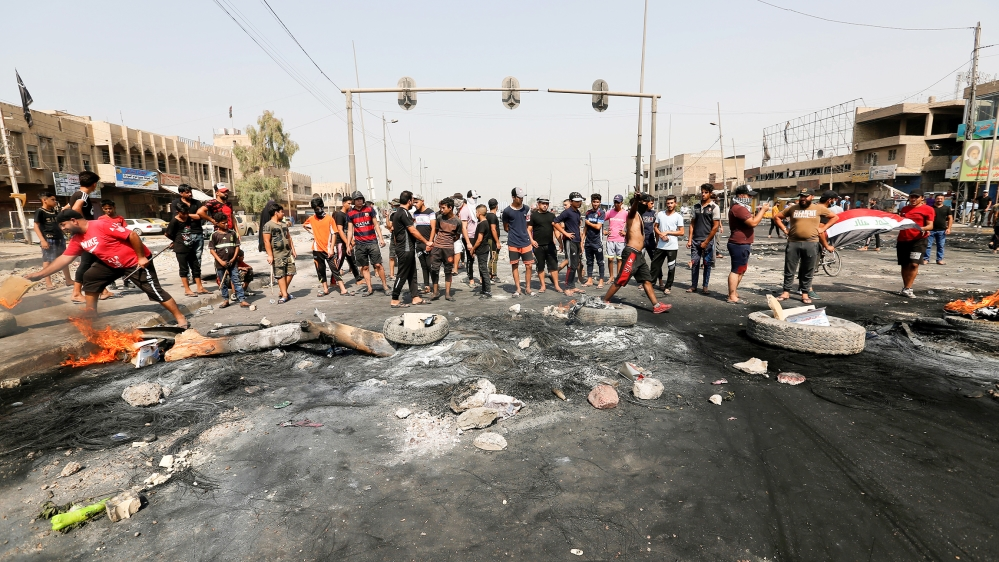 Demonstrators block a road during a curfew, two days after the nationwide anti-government protests turned violent, in Baghdad, Iraq October 3, 2019. REUTERS/Wissm al-Okili