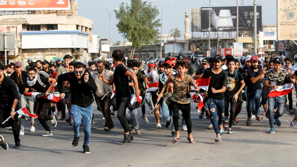 Demonstrators run as they take part in a protest over unemployment, corruption and poor public services, in Basra, Iraq October 2, 2019. REUTERS/Essam al-Sudani