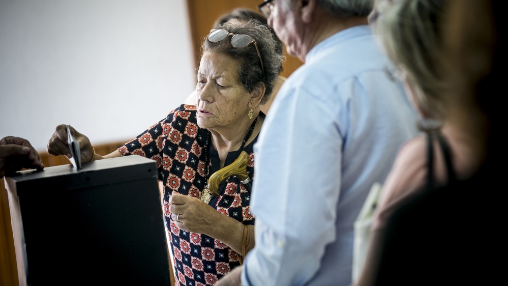Portuguese voting in parliamentary elections