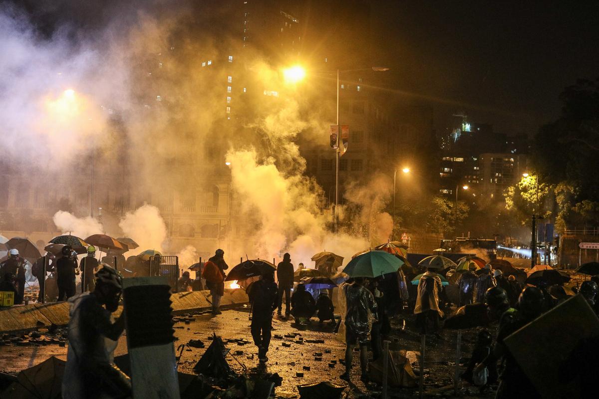 Police fire tear gas at pro-democracy demonstrators outside Hong Kong Polytechnic University. [Jerome Favre/EPA-EFE]