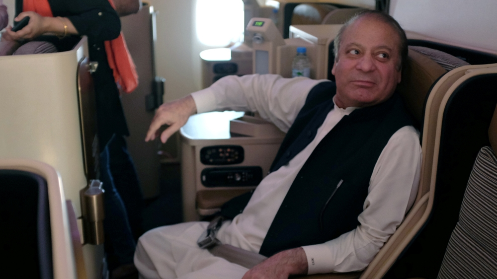 Pakistan's ailing ex-PM Sharif flown to London for treatment - Al Jazeera English