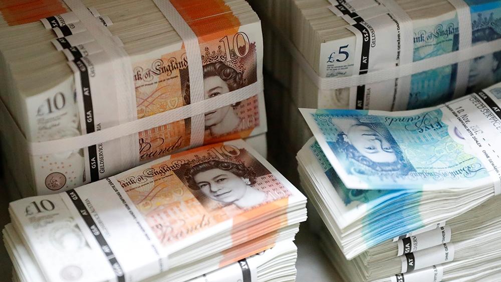 British pound dips back downward after Bank of England vote split