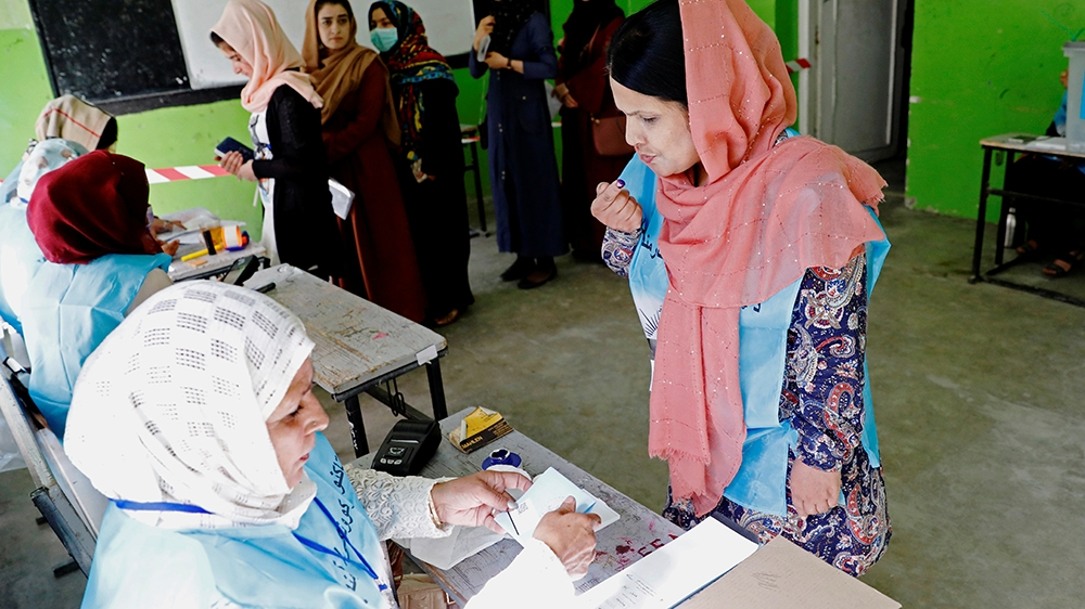 Afghan women arrive to cast their votes in the presidential election in Kabul, Afghanistan September 28, 2019. REUTERS/Mohammad Ismail