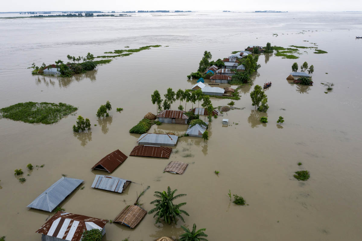 Over 72,480 families have been marooned by floodwaters in Kurigram district, relief and rehabilitation office sources said. [Zakir Hossain Chowdhury/Al Jazeera]