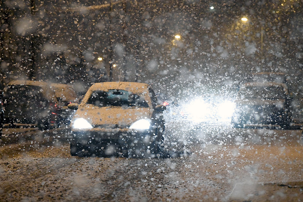 London got its first snow of the season on January 22. Another storm brought even heavier snow to many parts of the UK at the end of the month, leaving many stranded in their cars along the highways. [Neil Hall/EPA]