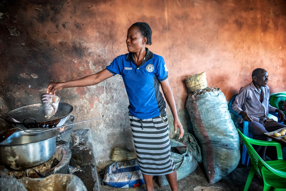 Some women accompany their husband to the island and often work in the little restaurants or kitchens on Migingo. [Jeroen van Loon/Al Jazeera]