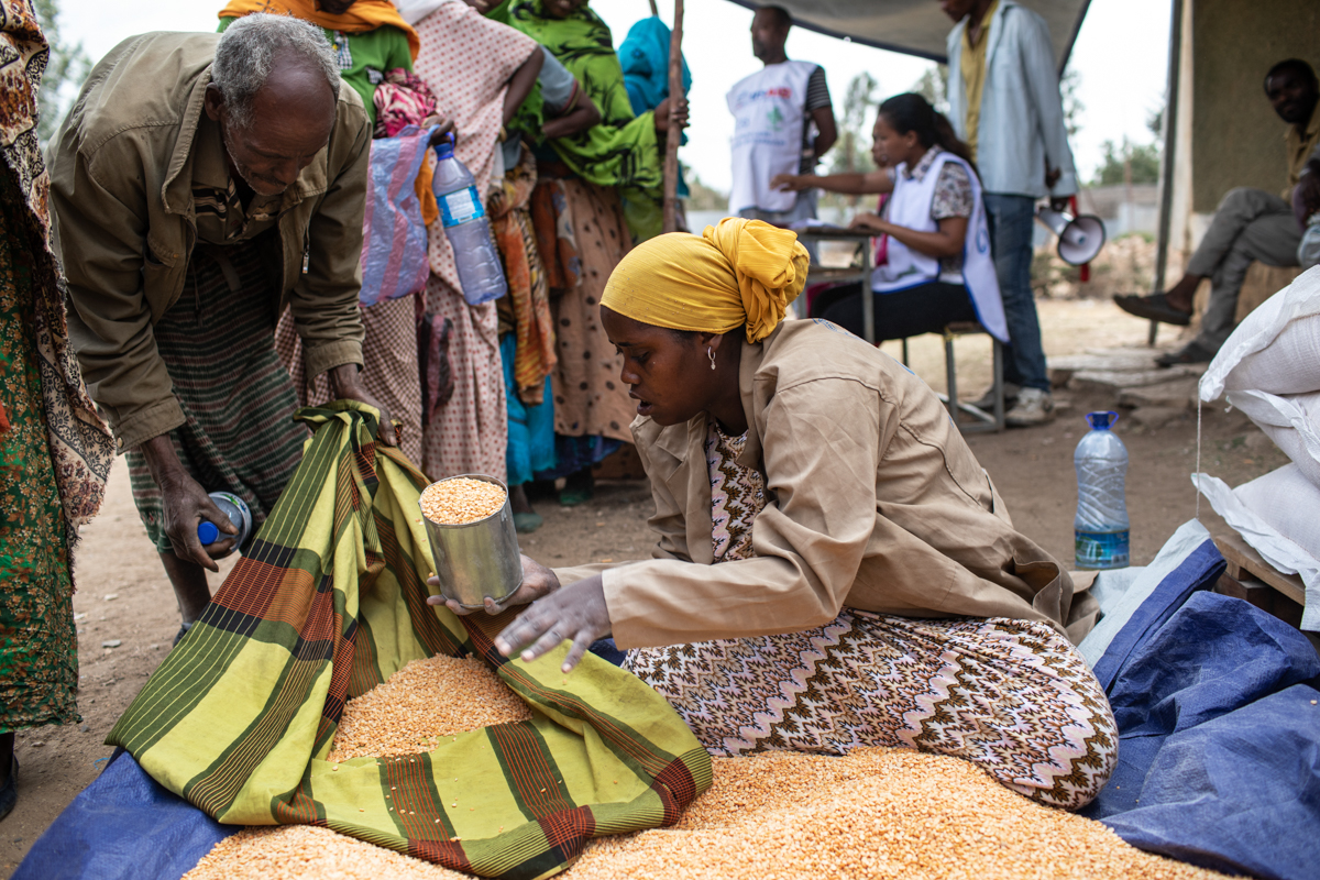 Families identified for receiving support get monthly rations of peas, wheat and cooking oil. [Will Baxter/CRS]
