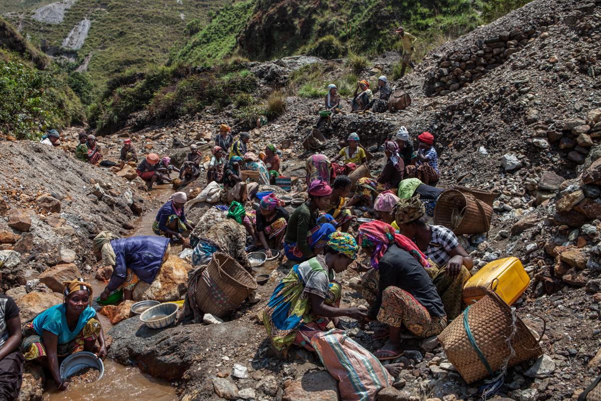 50 muertos en colapso de mina de oro en Kamituga en el Congo VIDEO