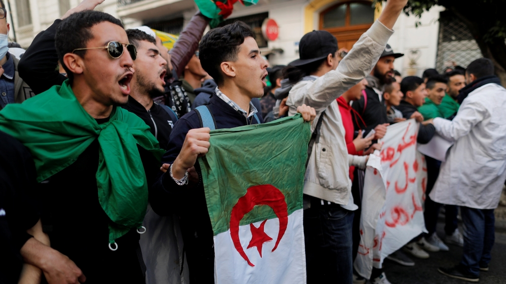 Armed with memes, Algerian students join anti-Bouteflika protests thumbnail