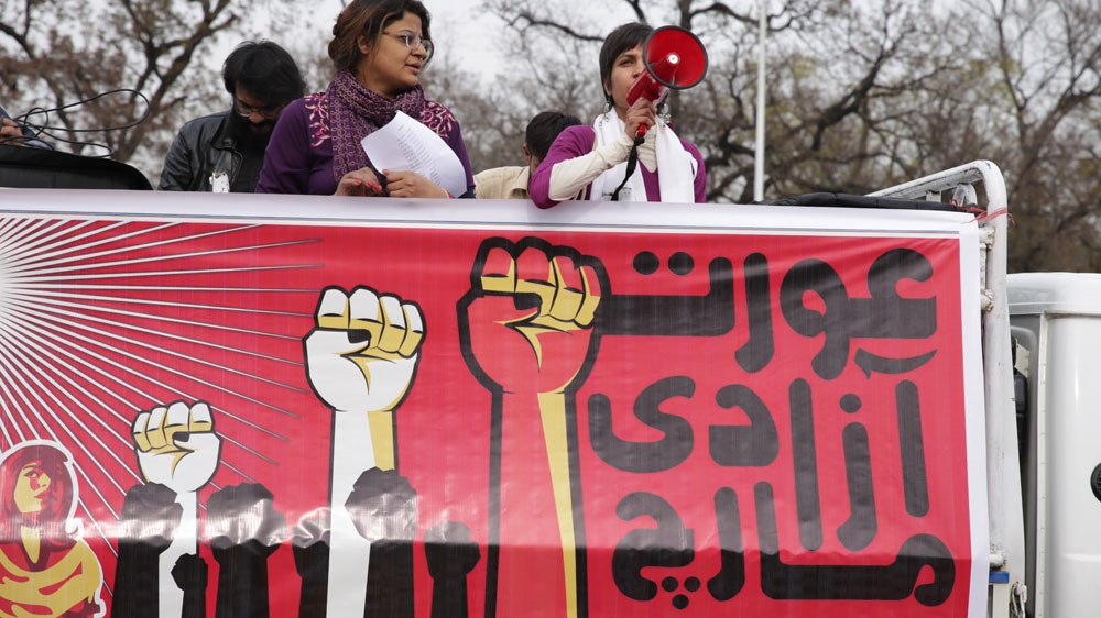 Pakistani women hold 'aurat march' for equality, gender justice thumbnail