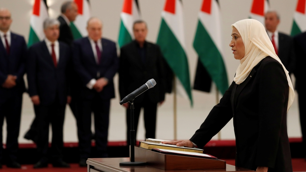 New Palestinian PM sworn in before President Abbas