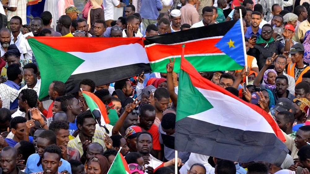 Uganda would consider giving Omar al-Bashir asylum