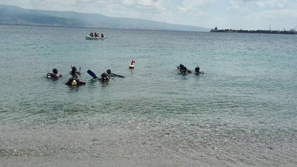 Après avoir failli mourir en mer, les réfugiés apprennent à aimer l'eau 2