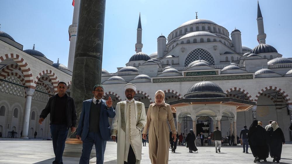 Erdogan opens Turkey's largest mosque in Istanbul | Turkey