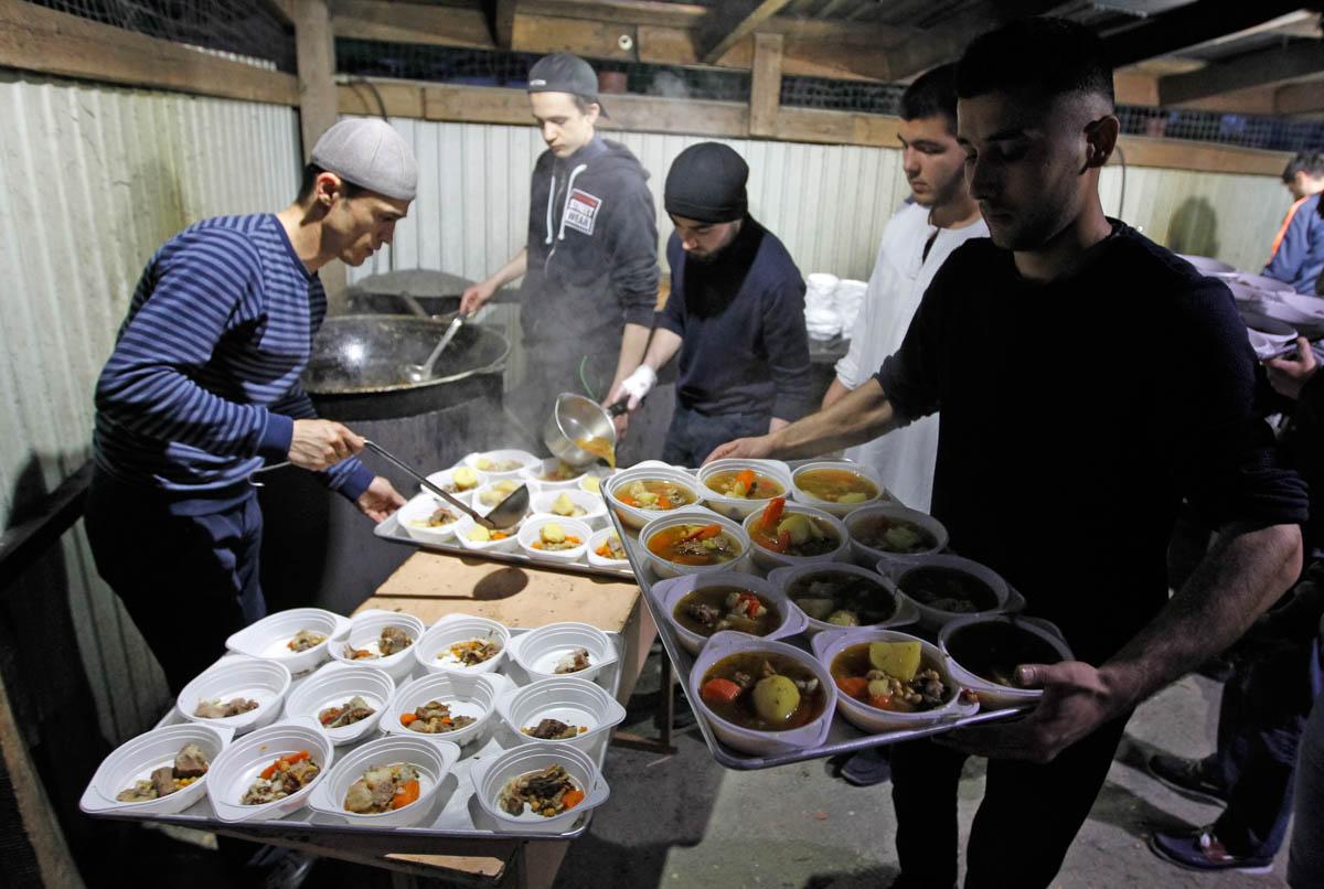 Muslims attend an iftar (fast-breaking dinner) at Ar-Rahma Mosque in Kiev, Ukraine. [Vladimir Shtanko/Anadolu]
