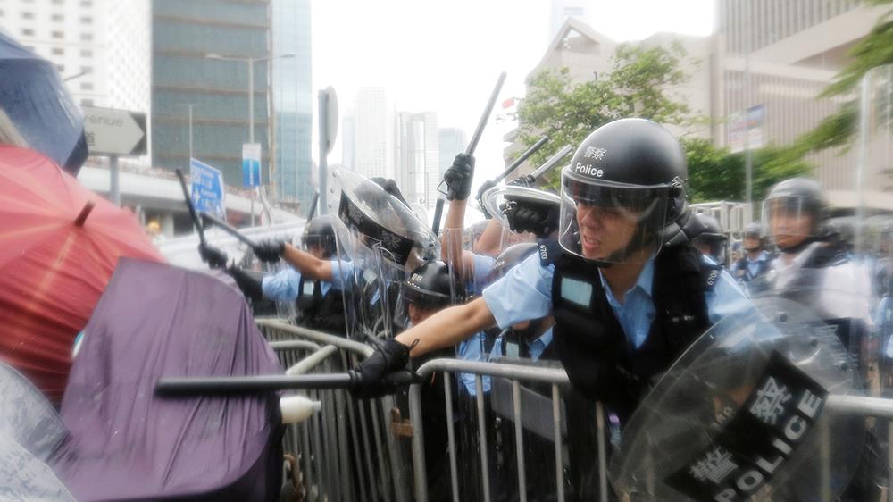 [Tvt News]Hong Kong clashes erupt after protesters storm legislature