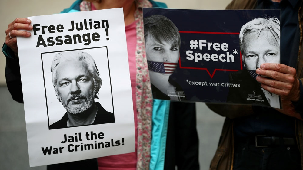 Julian Assange 'conspired with Anonymous-affiliated hackers' thumbnail