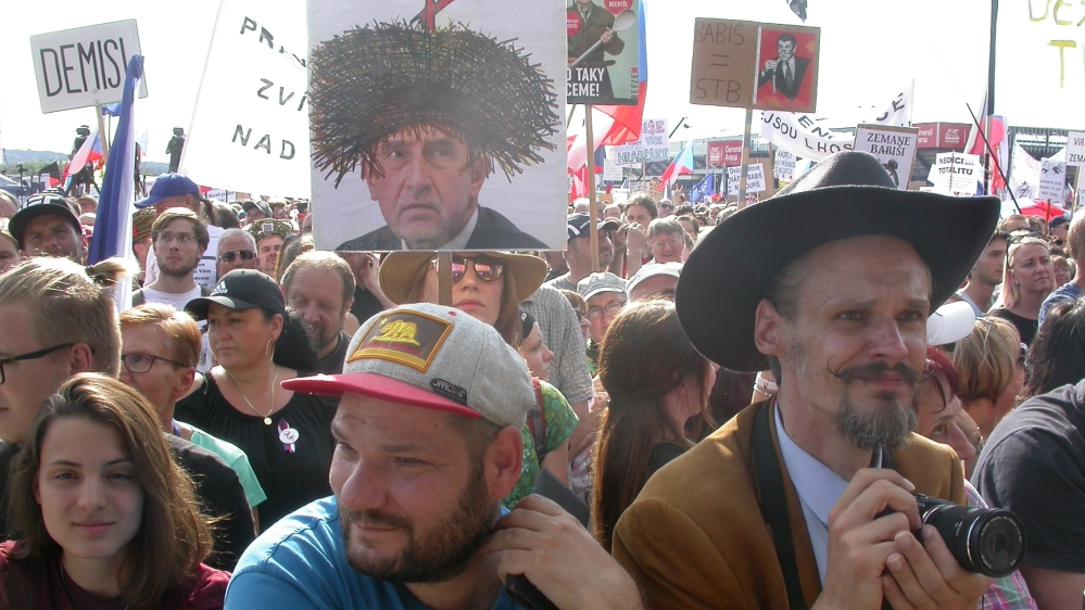 More than 200,000 people on Sunday demanded the  resignation of Czech Prime Minister Andrej Babis