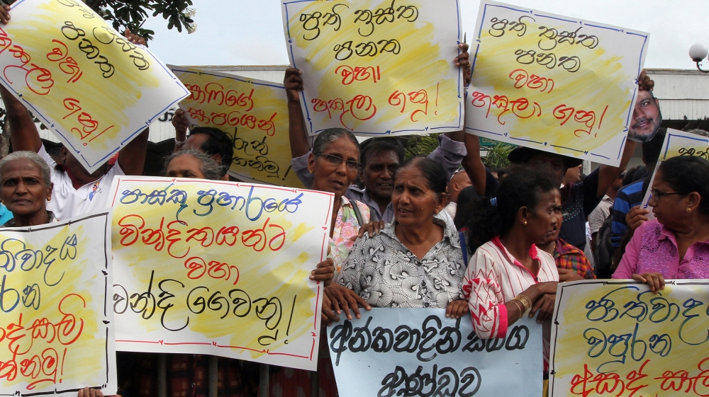 Members from the opposition parties protest against Muslim ministers, opposite Fort railway station in Colombo, Sri Lanka 3 June 2019. A Buddhist monk and government parliamentarian Ven. Athureliye Ra