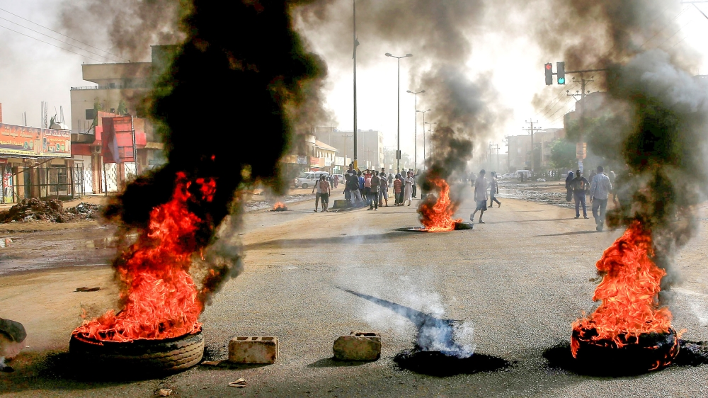 Protesters shot as Sudan military tries to clear Khartoum sit-in