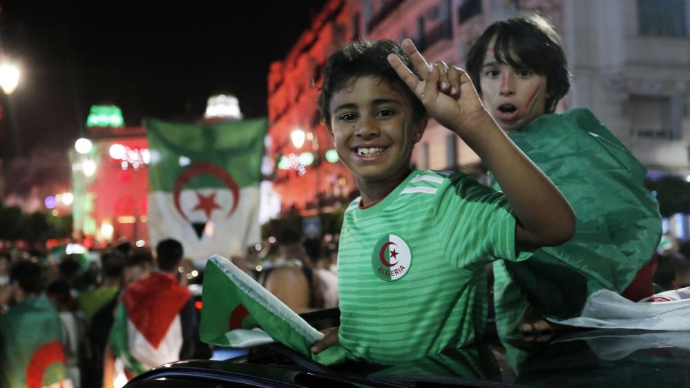 Algerian fans celebrate