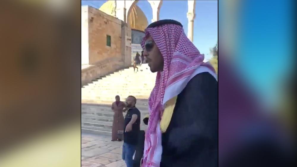 Palestinians drive Saudi out of Al-Aqsa Mosque Mosque compound