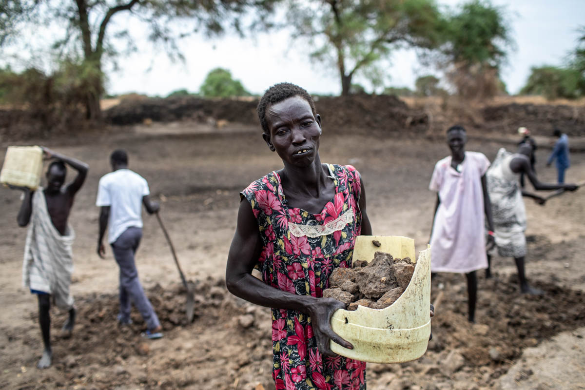 Villagers work to rehabilitate a dry season pond through a food-for-assets initiative in Jonglei State, South Sudan. [Will Baxter/CRS]