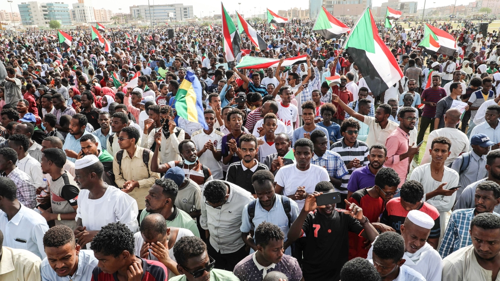 Sudan security forces fire shots, tear gas at protesters thumbnail