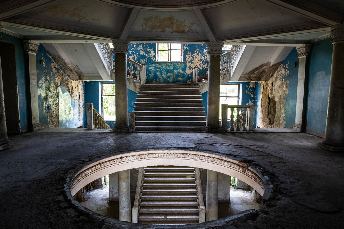 A view of the abandoned lobby at Sanatorium Iveria. The Iveria is empty and there are plans to reopen it as a modern hotel. [Taylor Weidman/Al Jazeera]