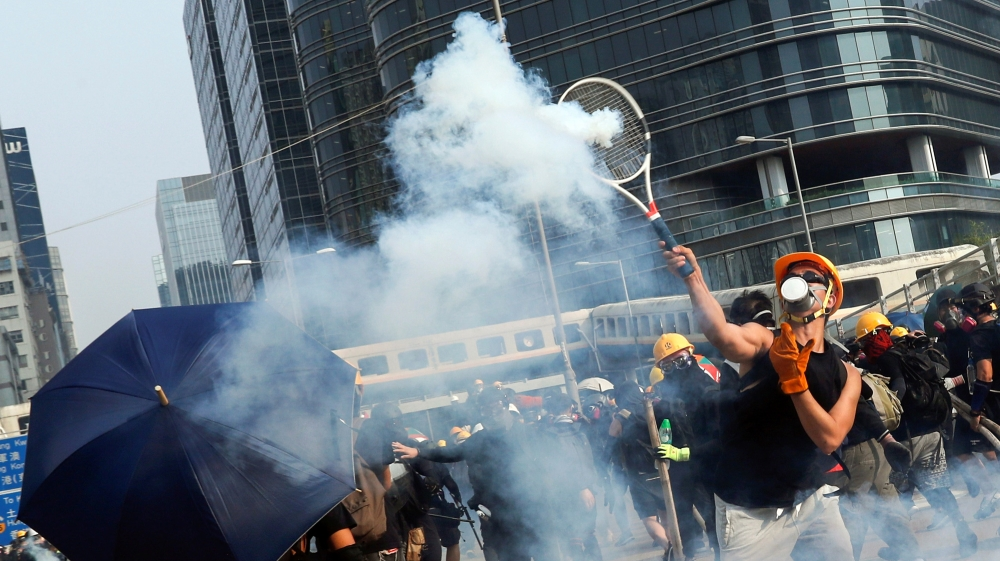 Hong Kong police fire tear gas in renewed clash with protesters - Aljazeera.com thumbnail
