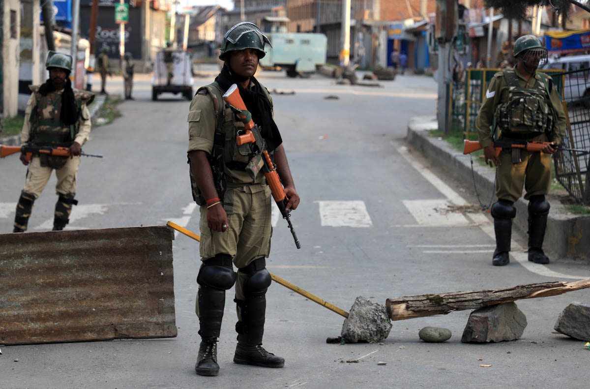 Indian paramilitary troops patrol the streets amid the clampdown after the government abrogated Article 370 that granted special status to the only Muslim-majority region. [Syed Shahriyar/Al Jazeera]
