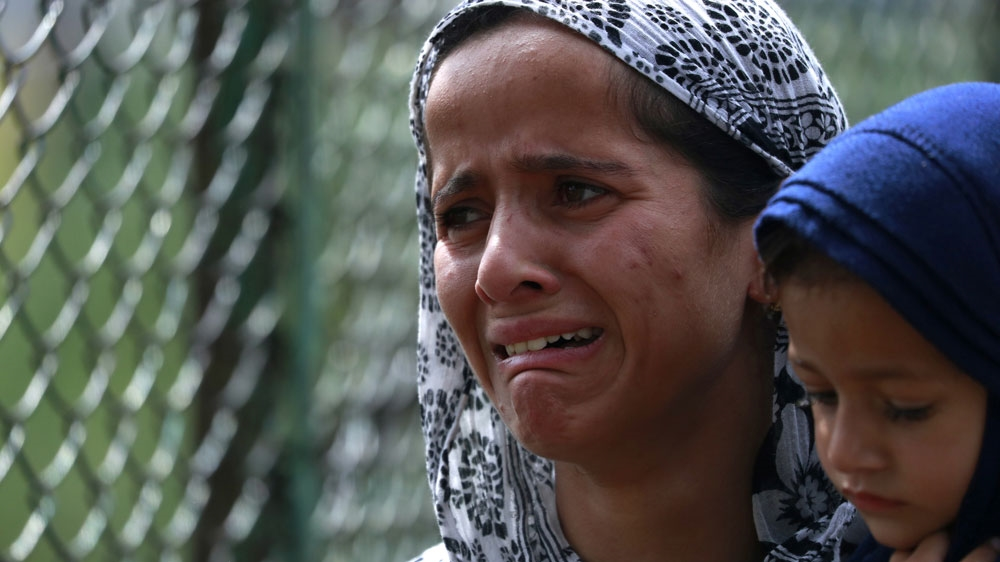 Kashmiri girl cries