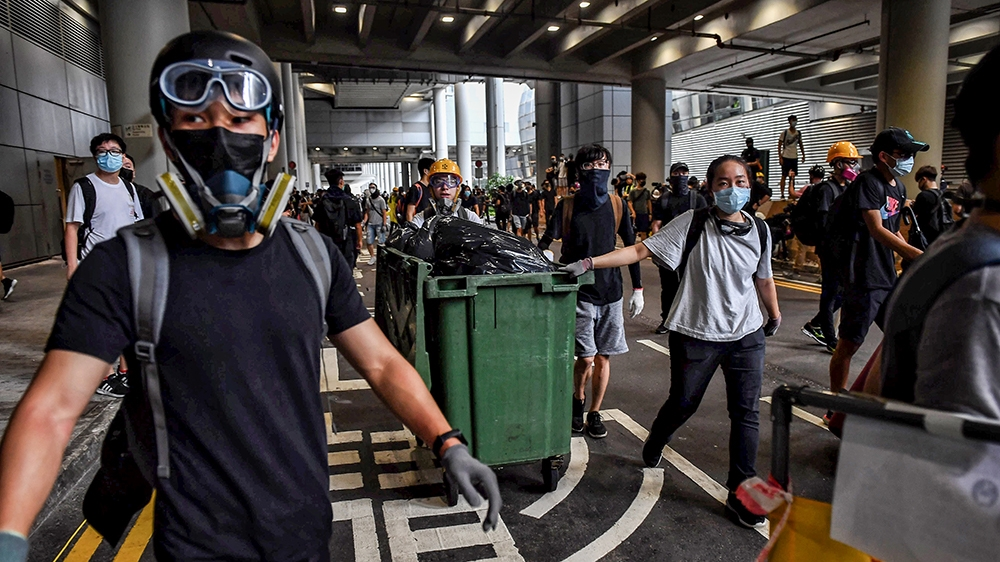 Protesters build barricades at Hong Kong International Airport on September 1, 2019. - Hundreds of Hong Kong pro-democracy activists attempted to block transport routes to the city's airport on Septem
