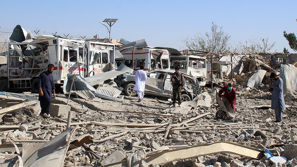 Afghan security forces investigate the site where a Taliban car bomb detonated near an intelligence services building in Qalat in Zabul province on September 19, 2019. - A car bomb attack targeting an
