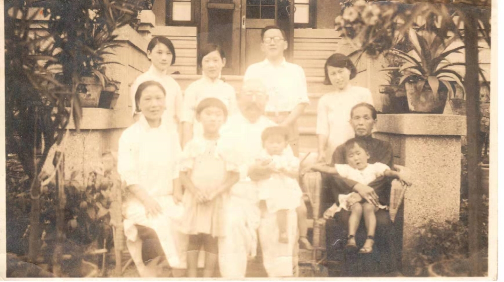 China econ 70 years Yu Shu and family