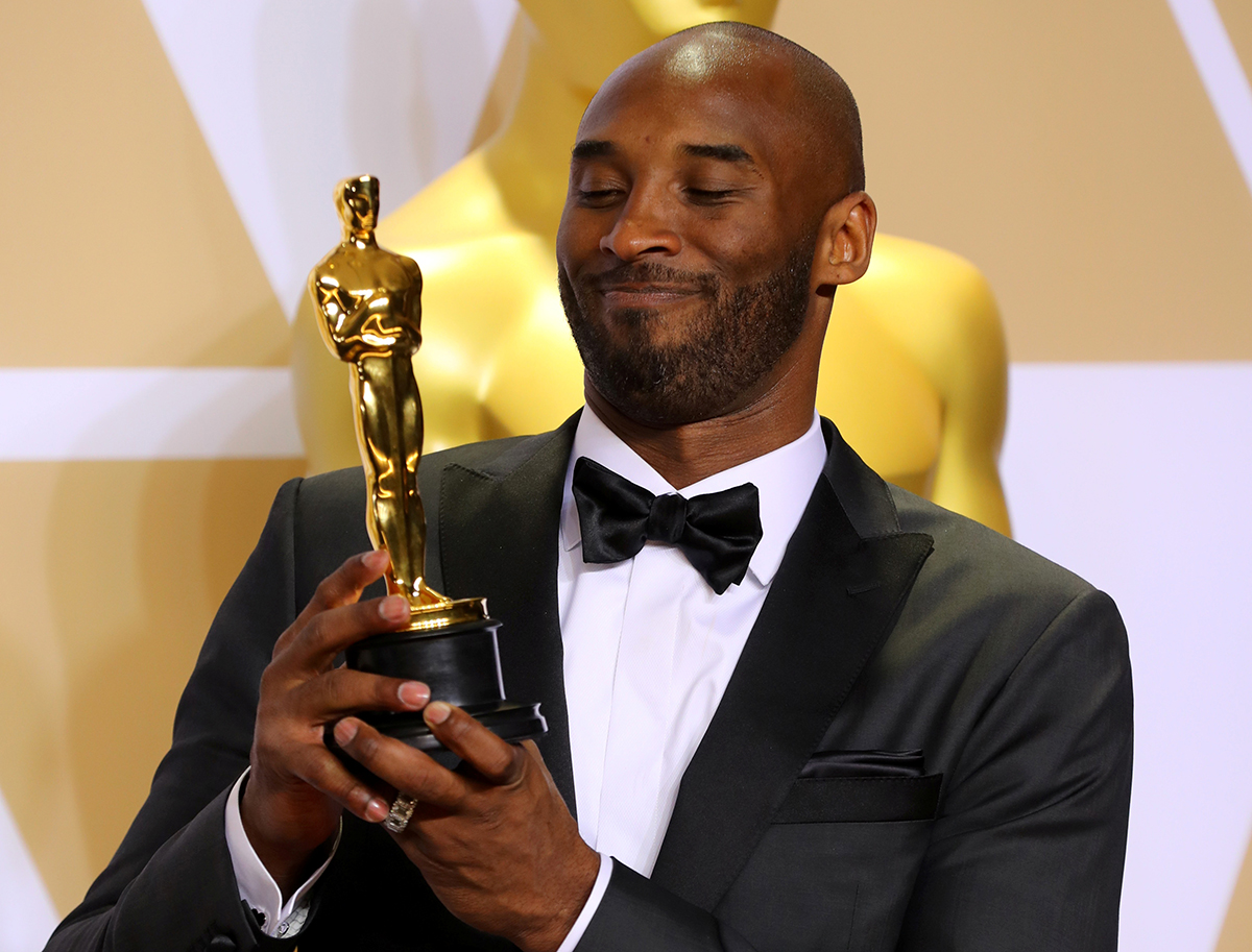 In this 2018 photo, Bryant poses with the Best Animated Short Film Oscar Award for Dear Basketball. [Mike Blake /Reuters]