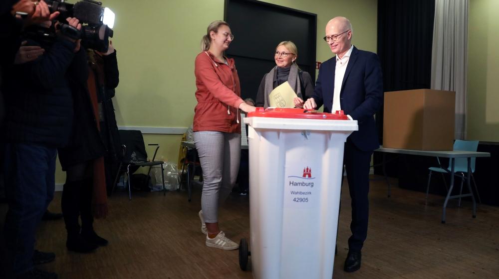 Hamburg votes amid German political unrest thumbnail