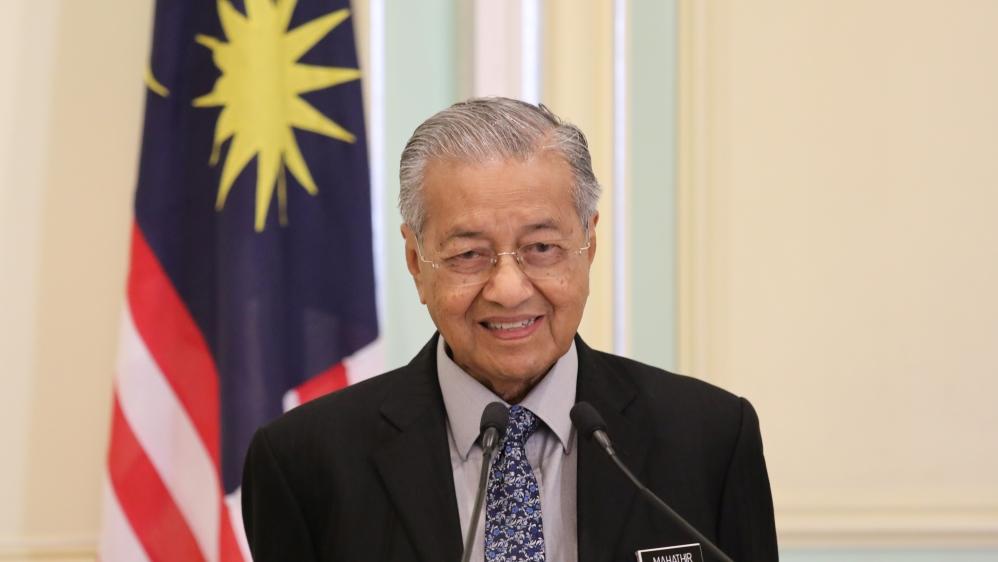 Malaysia's Mahathir submits resignation to king thumbnail