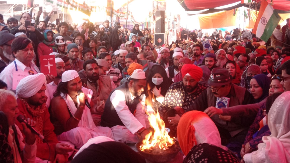 Indian protesters hold interfaith prayers at Shaheen Bagh thumbnail