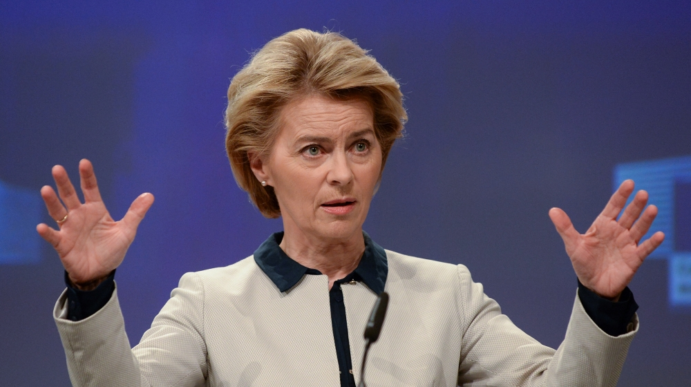 EU Commission President Ursula von der Leyen presents the EU executive's economic response to the coronavirus epidemic, in Brussels, Belgium March 13, 2020. REUTERS/Johanna Geron