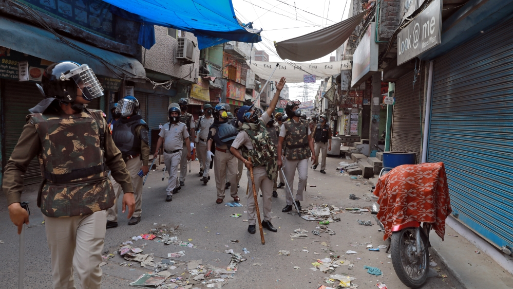 India extends lockdown as coronavirus appears in small towns
