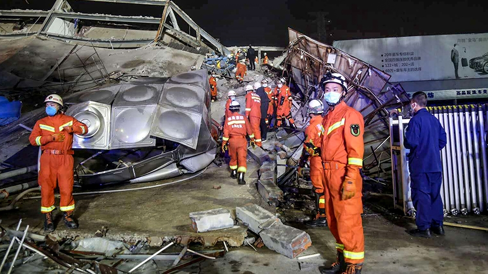 Rescuers work in the rubble of a collapsed hotel in Quanzhou, in China's eastern Fujian province on March 7, 2020. - Around 70 people were trapped after the Xinjia Hotel collapsed on March 7 evening,