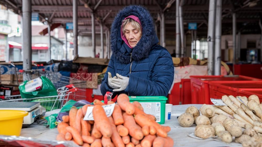 Documenting Romanians daily life under Covid-19 from a motorhome [Ioana Moldovan]
