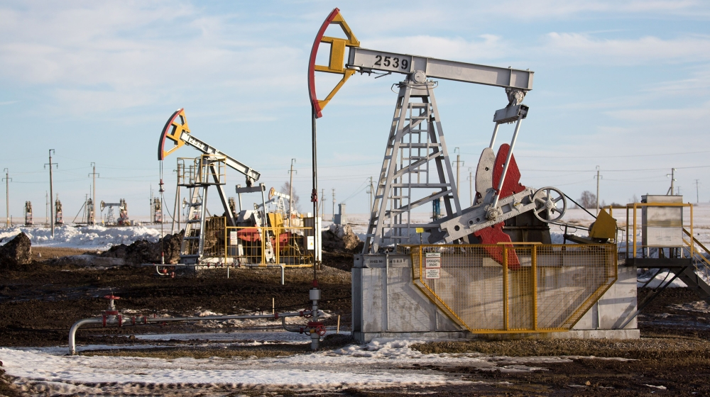 Nowhere to go: US oil prices fall back below zero, stocks fall