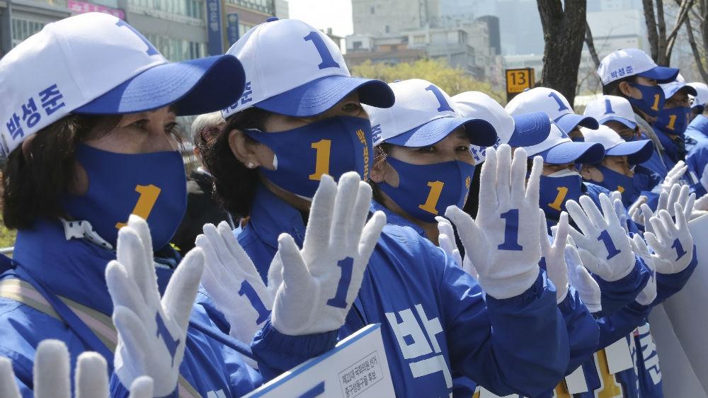 Moon's party set for coronavirus boost in South Korea election thumbnail
