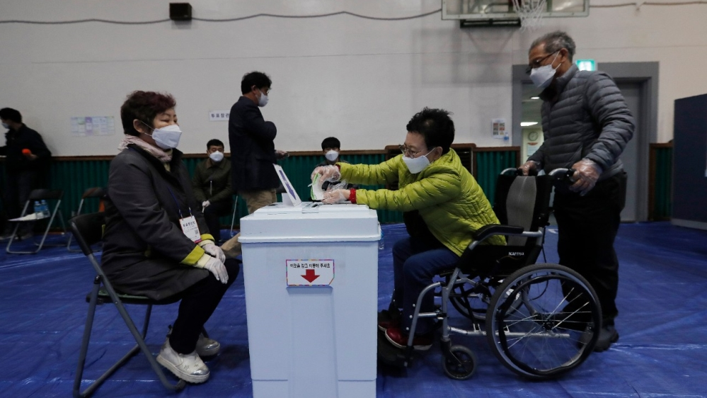 South Korea holds parliamentary polls amid coronavirus pandemic thumbnail