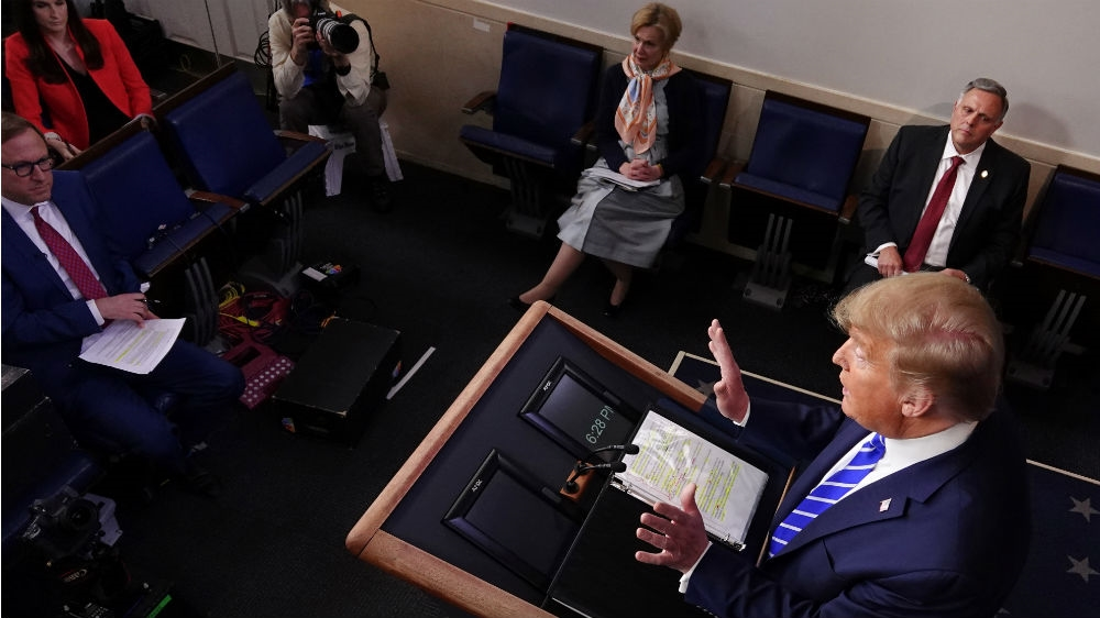 Experts react with horror to Trump coronavirus disinfectant idea thumbnail