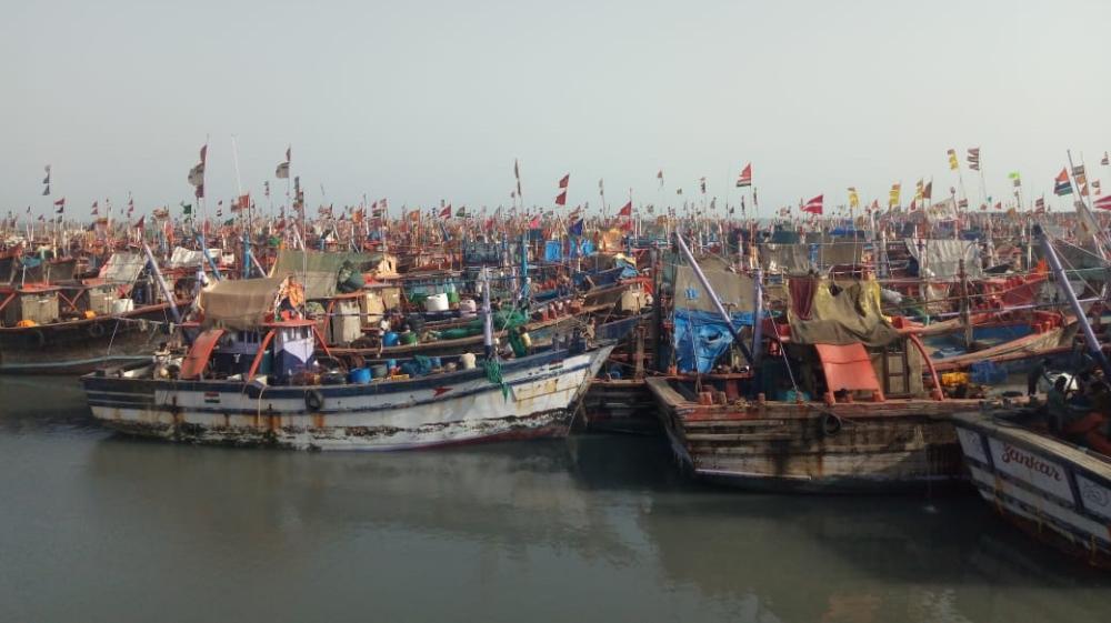 Indian fishermen stranded at ports amid coronavirus lockdown thumbnail
