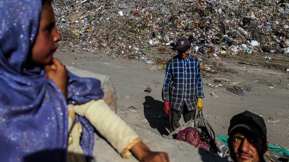 Waste piling up at the camp [Agnieszka Pikulicka-Wilczewska/Al Jazeera]